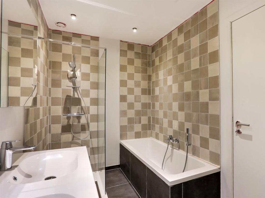 - Bathroom apartment 1